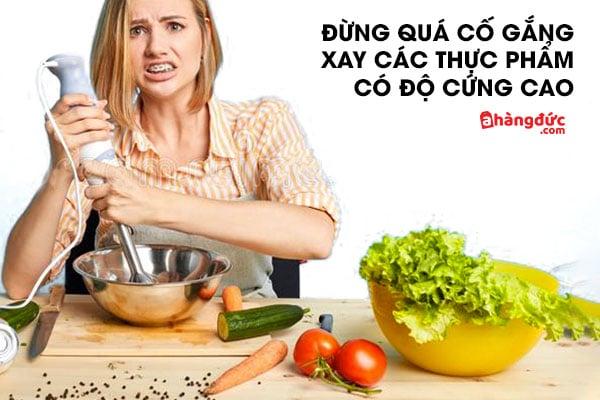 Hạn chế tối thiểu việc xay các thực phẩm quá cứng