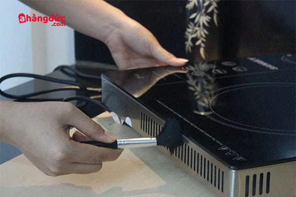 cách vệ sinh bếp hồng ngoại