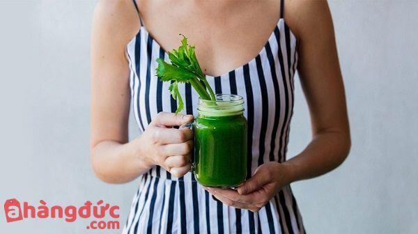 Uống nước ép cần tây mỗi ngày để giảm cân