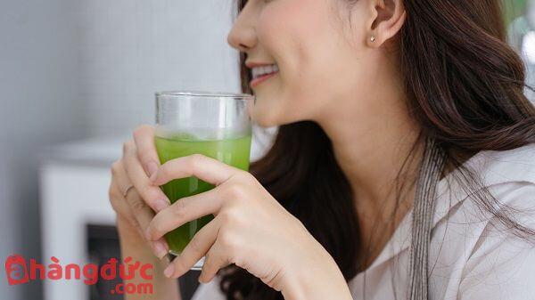 Uống nước ép cần tây để có một làn đẹp khỏe đẹp