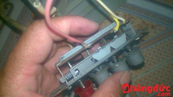 Nút bấm của quạt điện bị hỏng